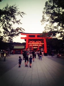 fushimi inari shrine at night
