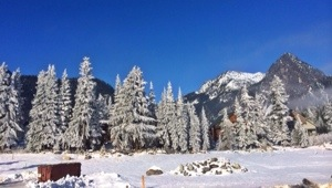 snow in snoqualmie pass