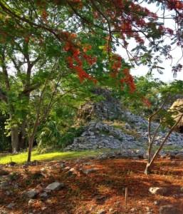 mayan ruins near cancun that are empty