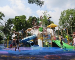 water park at singapore zoo with kids