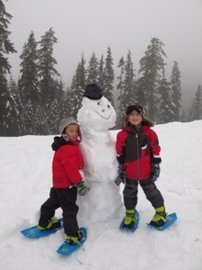Callaghan Valley Snowshoeing with kids and building a snowman