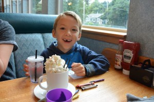 Pig n Pancake in Oregon with kids hot chocolate