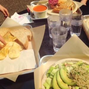 restaurants with kids meals near Seattle